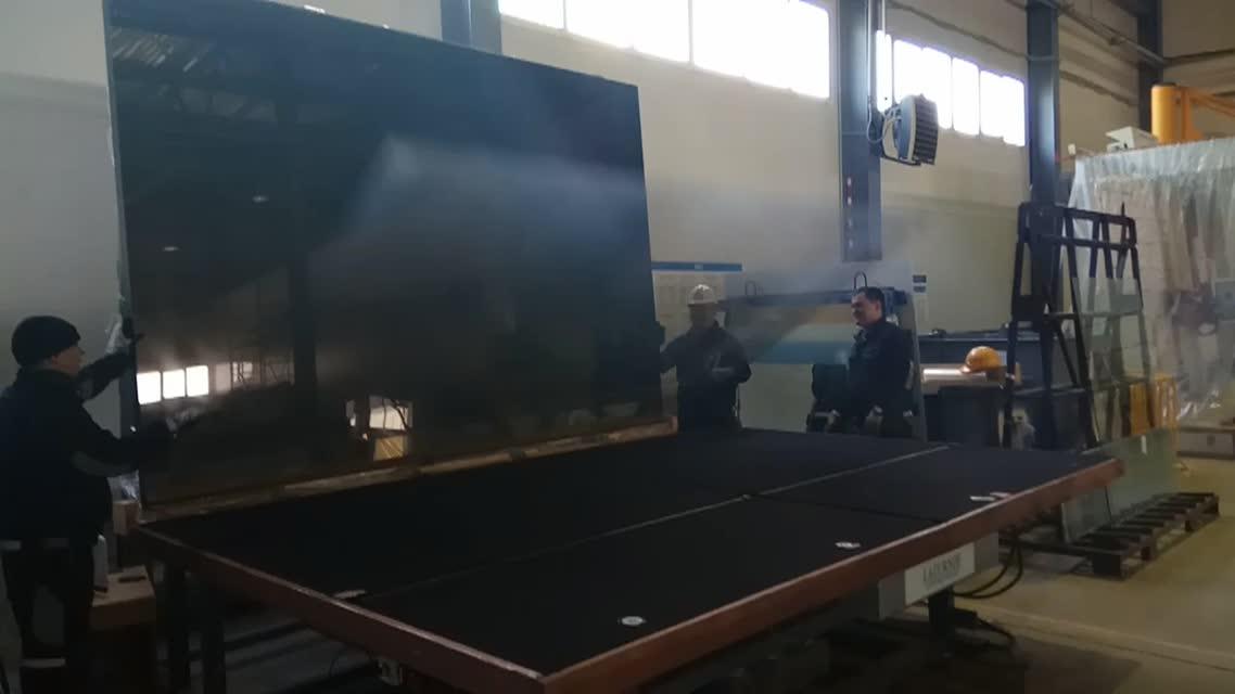 Резка стекла большого формата